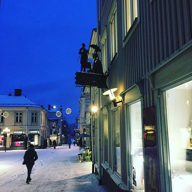 Tidig morgon i Östersund. Varje människa bär på en berättelse. Något att lära oss som lever i samma tid. Du också. Du så otroligt viktig. Lär oss något i dag. Tack.