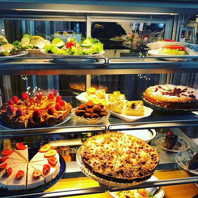 Hittade det mest fantastiska lunchstället i Linköping. Marthas Café - Missionskyrkan i Linköping. ️️️️️