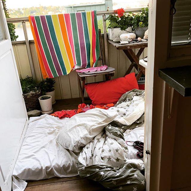 Det blev en natt på balkongen. Rekommenderas varmt. ️